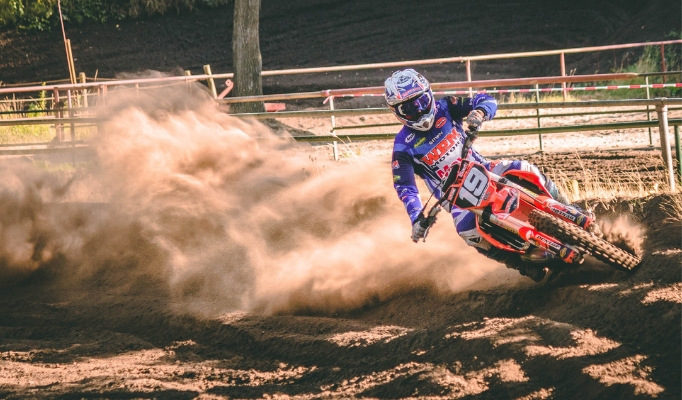 Dirt bike spinning